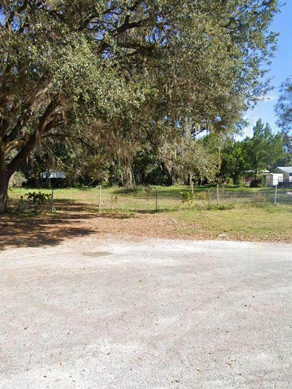 5667 Meadow Glen Road, Lakeland, FL 33810 (MLS #L4922604) :: Everlane Realty