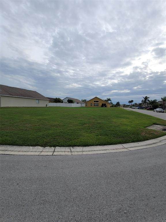 Buckeye Pointe Drive, Winter Haven, FL 33881 (MLS #L4923487) :: Sarasota Property Group at NextHome Excellence
