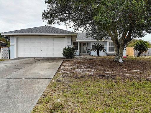 2817 Courtland Boulevard, Deltona, FL 32738 (MLS #O5771065) :: The Dan Grieb Home to Sell Team
