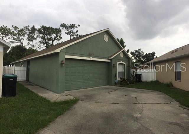 8165 Golden Chickasaw Circle, Orlando, FL 32825 (MLS #O5792798) :: Delgado Home Team at Keller Williams