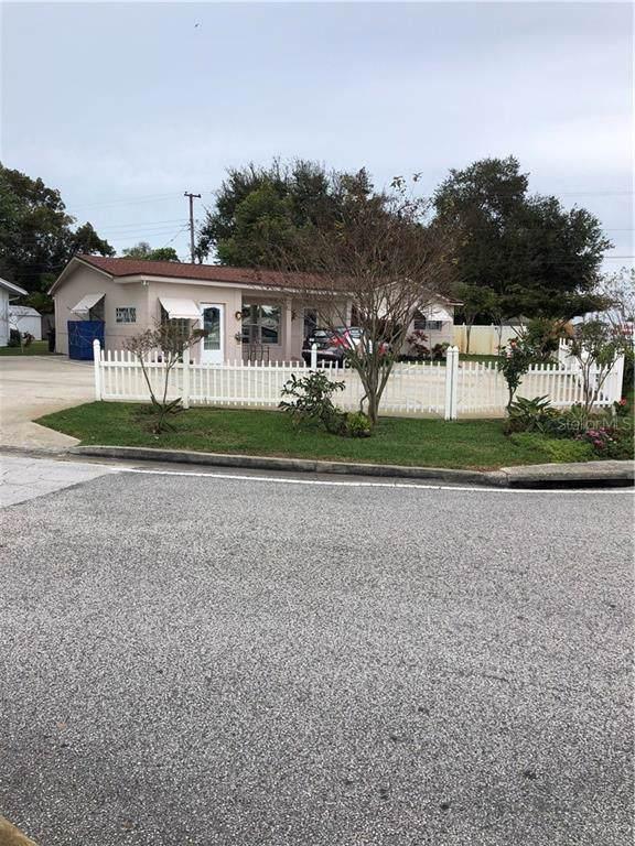 10701 Village Green Avenue, Seminole, FL 33772 (MLS #O5838585) :: The Figueroa Team