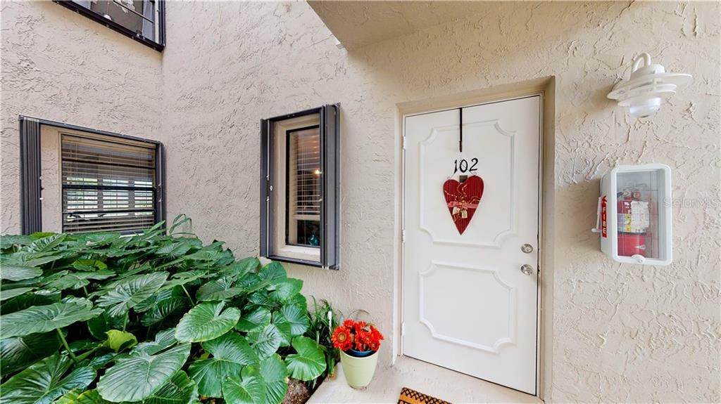 3216 Lakeview Circle - Photo 1