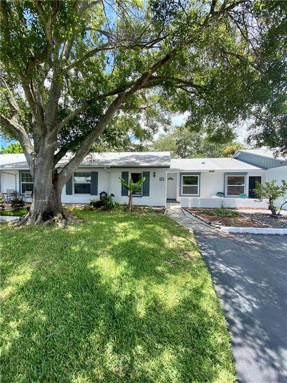 7233 Parkside Villas Drive N, St Petersburg, FL 33709 (MLS #O5870000) :: Team Bohannon Keller Williams, Tampa Properties