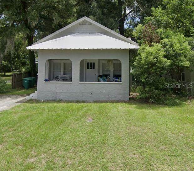735 N Clara Avenue, Deland, FL 32720 (MLS #O5927642) :: The Light Team