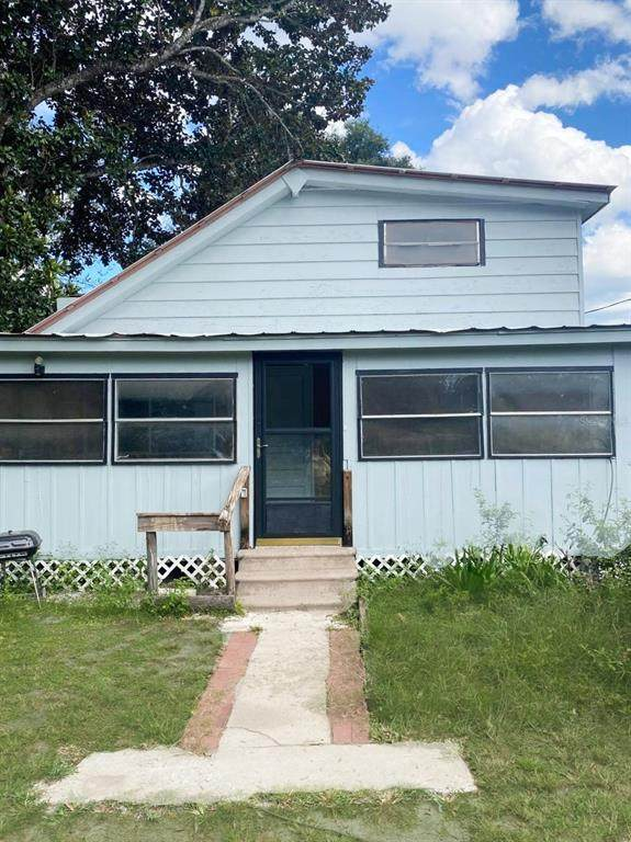 11365 SE 189TH Avenue, Ocklawaha, FL 32179 (MLS #OM627723) :: Gate Arty & the Group - Keller Williams Realty Smart