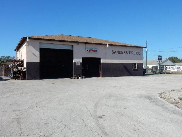 2111 K Ville Avenue, Auburndale, FL 33823 (MLS #P4903768) :: Gate Arty & the Group - Keller Williams Realty