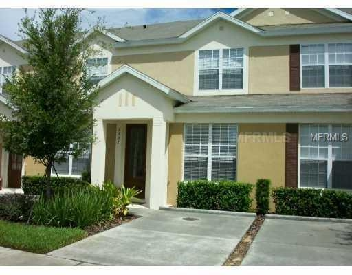 2561 Maneshaw Lane, Kissimmee, FL 34747 (MLS #S5003371) :: The Duncan Duo Team