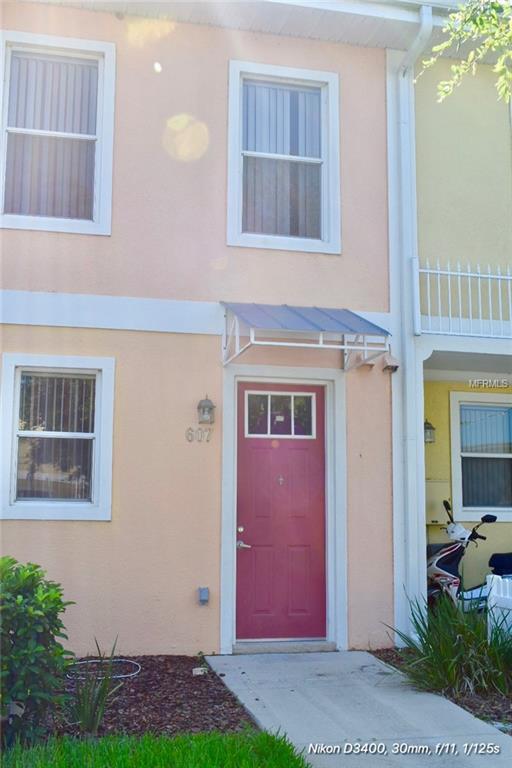 607 Fairmont Place, Kissimmee, FL 34744 (MLS #S5004428) :: G World Properties