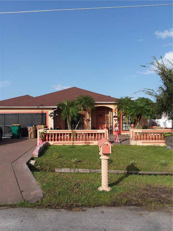 925 Gloucester Court, Kissimmee, FL 34758 (MLS #S5022338) :: Ideal Florida Real Estate