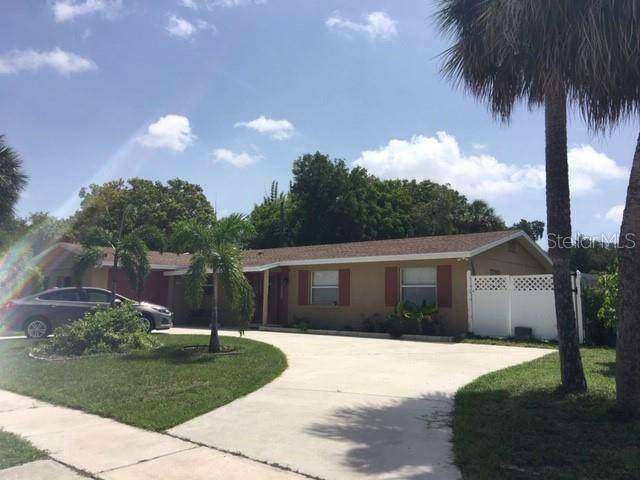 6515 Colonial Drive, Sarasota, FL 34231 (MLS #S5040064) :: Delgado Home Team at Keller Williams