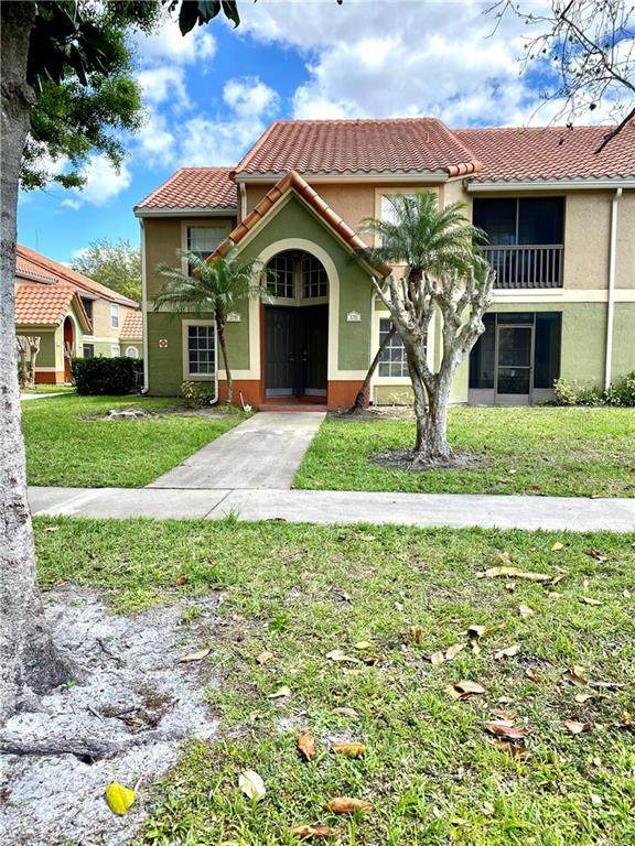 441 Fountainhead Circle #170, Kissimmee, FL 34741 (MLS #S5047761) :: Gate Arty & the Group - Keller Williams Realty Smart
