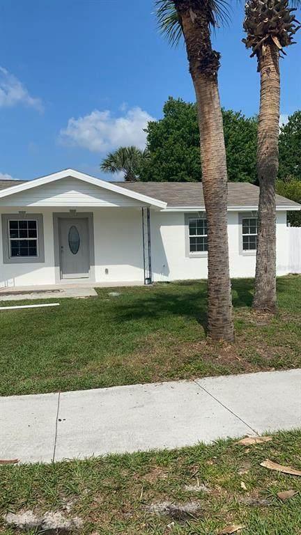 122 Dahlia Drive, Kissimmee, FL 34743 (MLS #S5049589) :: Everlane Realty