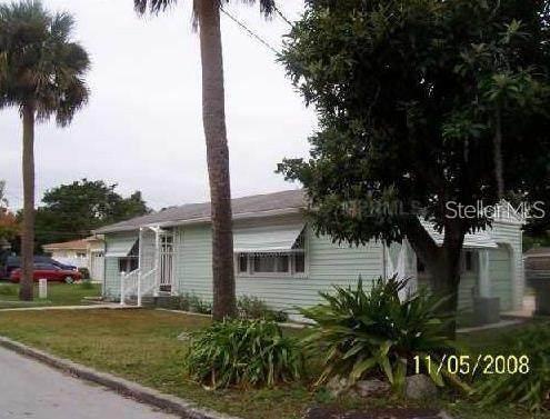 215 E Park Street, Kissimmee, FL 34744 (MLS #S5056083) :: The Curlings Group