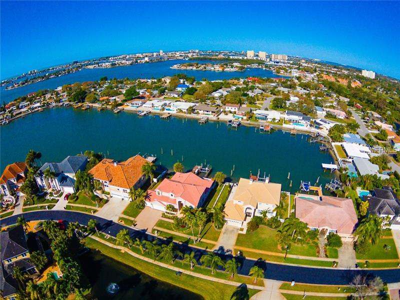 6323 Pasadena Point Boulevard S, Gulfport, FL 33707 (MLS #T2741944) :: The Duncan Duo & Associates