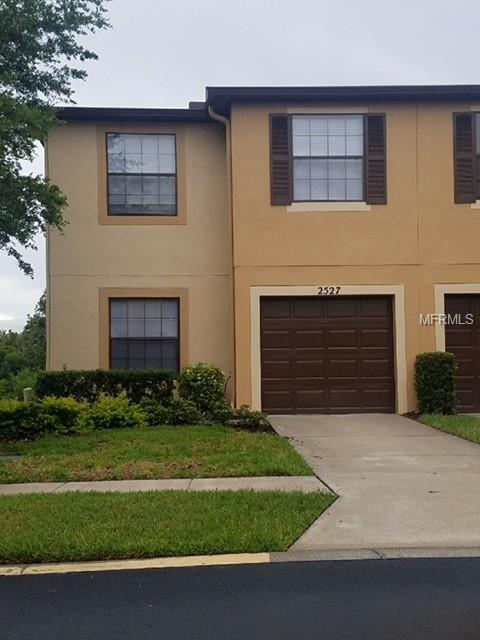 2527 Edgewater Falls Drive, Brandon, FL 33511 (MLS #T3119507) :: Jeff Borham & Associates at Keller Williams Realty