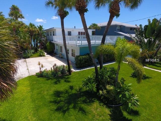 7885 Boca Ciega Drive, St Pete Beach, FL 33706 (MLS #T3119929) :: Baird Realty Group