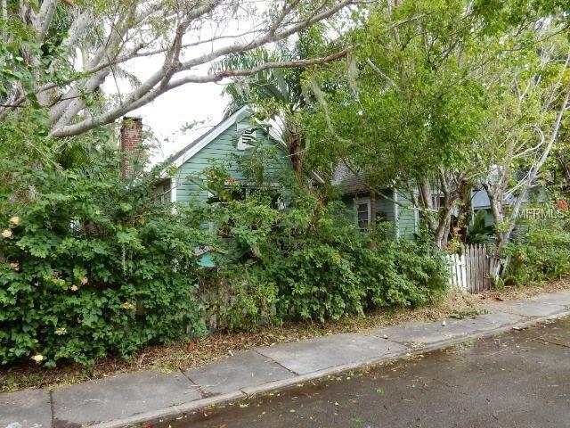 2208 3RD Avenue W, Bradenton, FL 34205 (MLS #T3157615) :: Keller Williams On The Water Sarasota