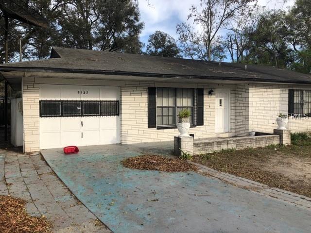 5127 Pine Street, Seffner, FL 33584 (MLS #T3165969) :: The Duncan Duo Team