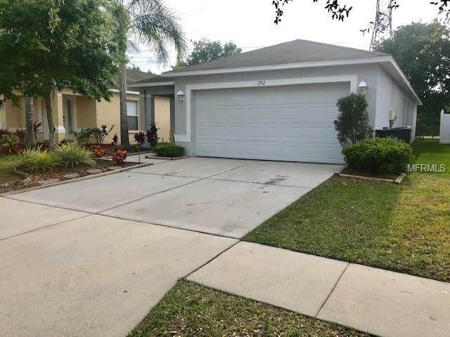 7912 Carriage Pointe Drive, Gibsonton, FL 33534 (MLS #T3167903) :: The Duncan Duo Team