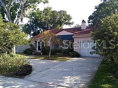 725 Snell Isle Boulevard NE, St Petersburg, FL 33704 (MLS #T3180004) :: Bridge Realty Group
