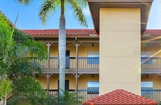 2400 Feather Sound Drive #1024, Clearwater, FL 33762 (MLS #T3184184) :: Jeff Borham & Associates at Keller Williams Realty