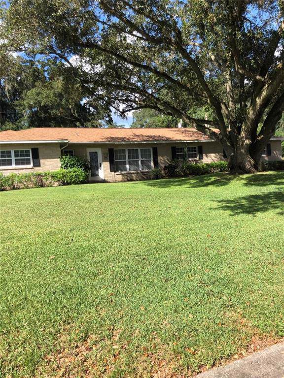 2810 Springdell Circle W, Valrico, FL 33596 (MLS #T3199647) :: Premium Properties Real Estate Services