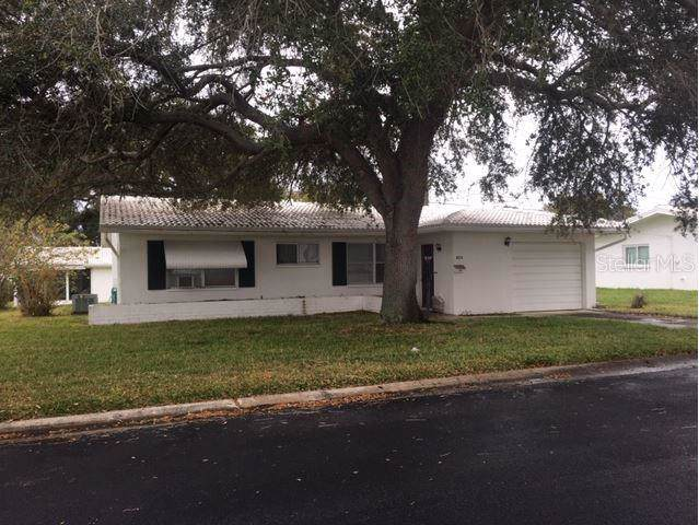9270 140TH Lane, Seminole, FL 33776 (MLS #T3215433) :: Pepine Realty