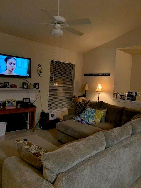 18106 Villa Creek Drive, Tampa, FL 33647 (MLS #T3231156) :: Bustamante Real Estate