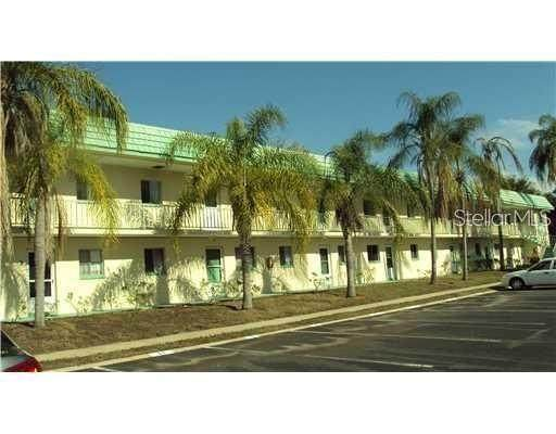 2001 Greenbriar Boulevard #13, Clearwater, FL 33763 (MLS #T3246676) :: Premium Properties Real Estate Services