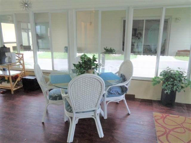 7128 El Rancho Way, Zephyrhills, FL 33541 (MLS #T3270543) :: Icon Premium Realty