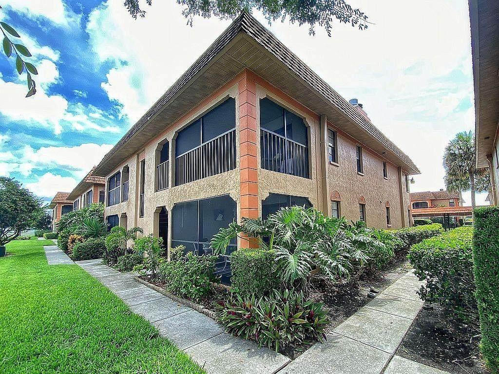 10180 Seminole Island Drive - Photo 1
