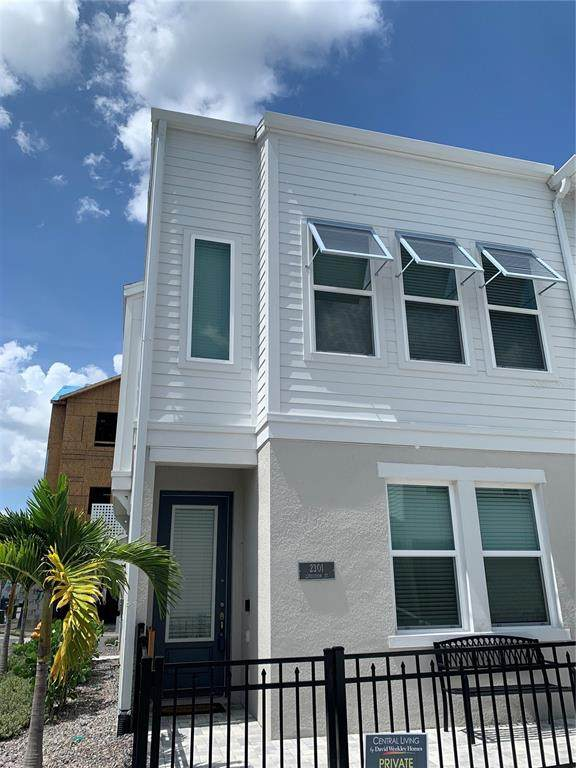 2301 Lindstrom Street, Sarasota, FL 34237 (MLS #T3317265) :: CARE - Calhoun & Associates Real Estate