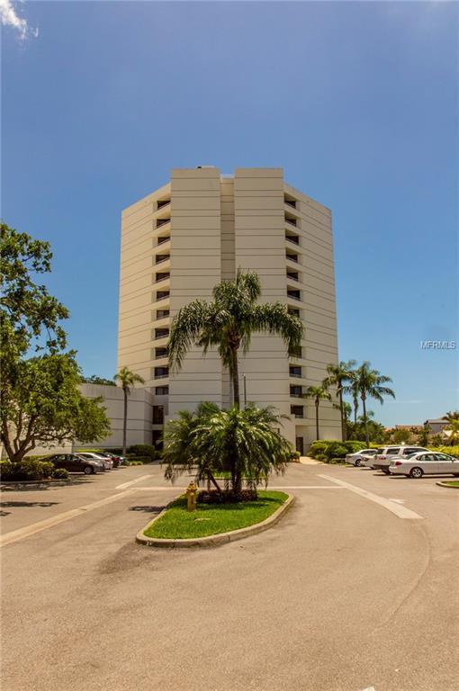 5950 Pelican Bay Plaza S #1101, Gulfport, FL 33707 (MLS #U8005214) :: The Duncan Duo Team