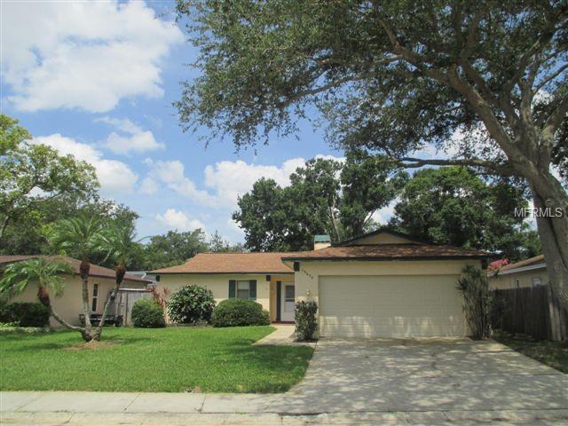 10650 Seminole Forest Street E, Seminole, FL 33778 (MLS #U8007406) :: Revolution Real Estate