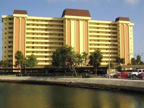 4775 Cove Circle #201, St Petersburg, FL 33708 (MLS #U8013870) :: The Duncan Duo Team