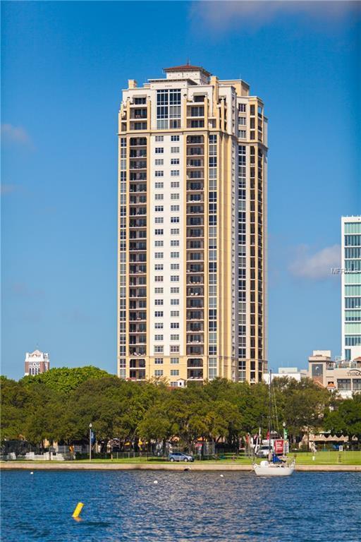 300 Beach Drive NE #1701, St Petersburg, FL 33701 (MLS #U8020920) :: The Lockhart Team
