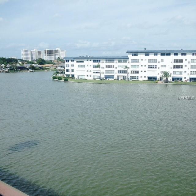 6025 Shore Boulevard #410, Gulfport, FL 33707 (MLS #U8020952) :: Baird Realty Group