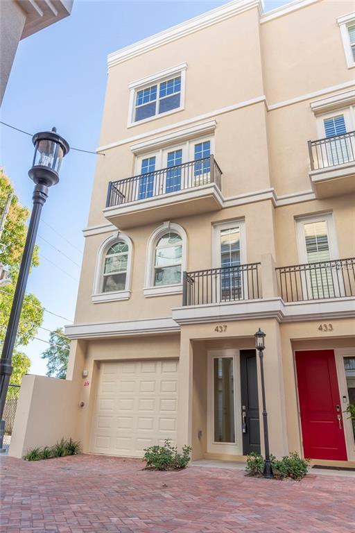 437 Regent Lane N, St Petersburg, FL 33701 (MLS #U8034532) :: Andrew Cherry & Company