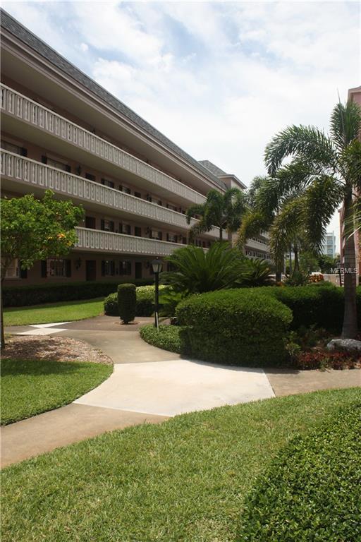 131 Bluff View Drive #101, Belleair Bluffs, FL 33770 (MLS #U8034884) :: Jeff Borham & Associates at Keller Williams Realty