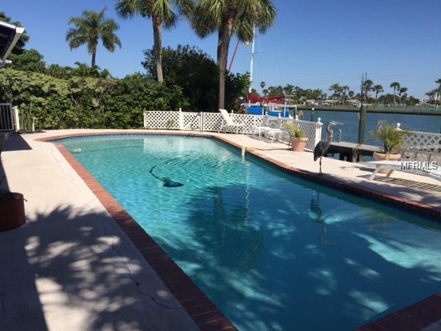 225 116TH Avenue 225-A, Treasure Island, FL 33706 (MLS #U8038682) :: The Duncan Duo Team