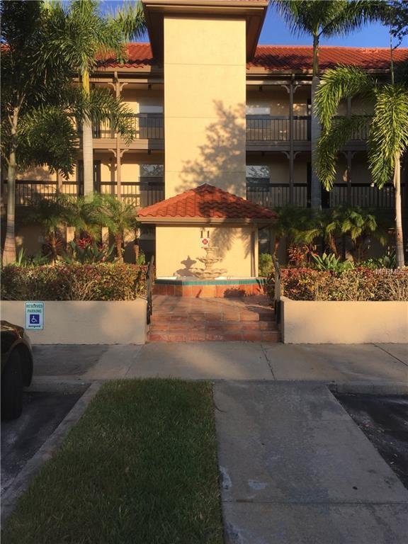 2400 Feather Sound Drive #1124, Clearwater, FL 33762 (MLS #U8046448) :: Jeff Borham & Associates at Keller Williams Realty