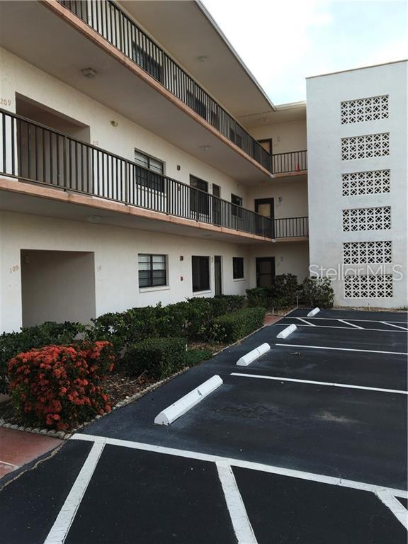7941 58TH Avenue N #112, St Petersburg, FL 33709 (MLS #U8050124) :: The Duncan Duo Team