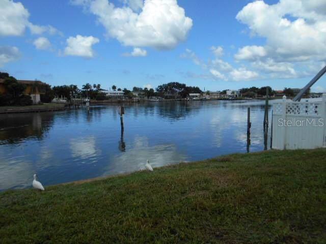 589 79TH Street S, St Petersburg, FL 33707 (MLS #U8056685) :: Florida Real Estate Sellers at Keller Williams Realty