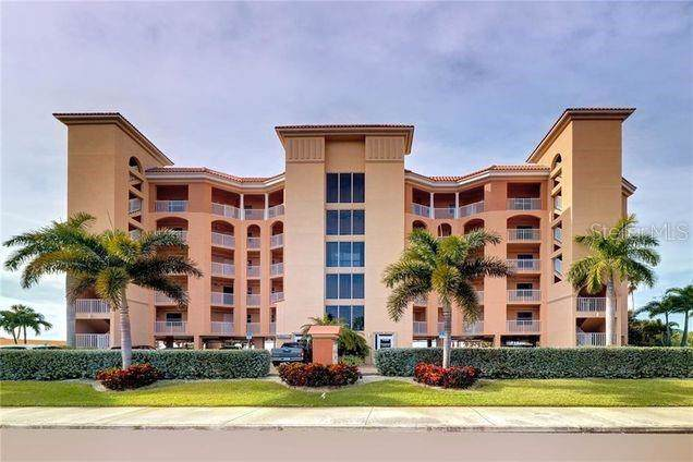 11040 Gulf Boulevard #301, Treasure Island, FL 33706 (MLS #U8070548) :: Alpha Equity Team