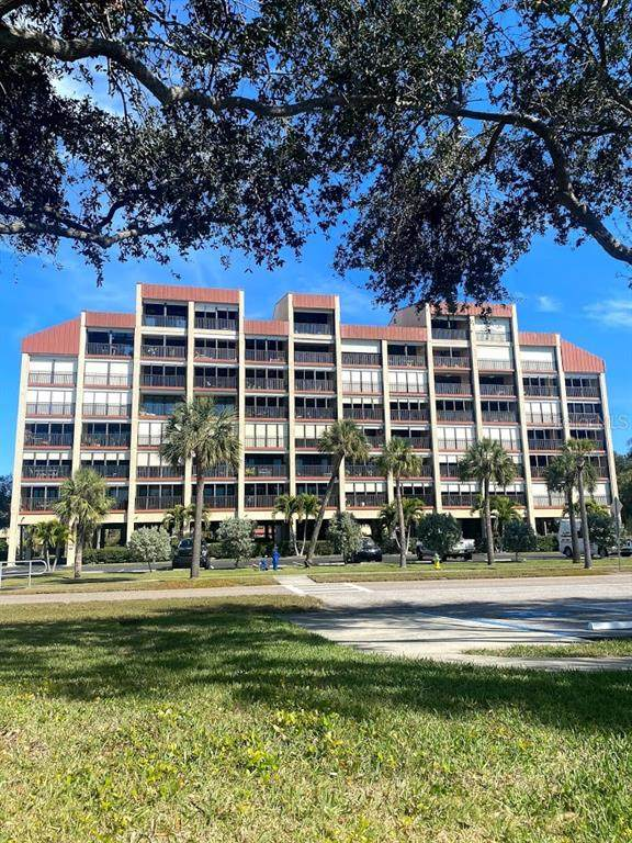 7037 Sunset Drive S #506, South Pasadena, FL 33707 (MLS #U8110529) :: RE/MAX Local Expert