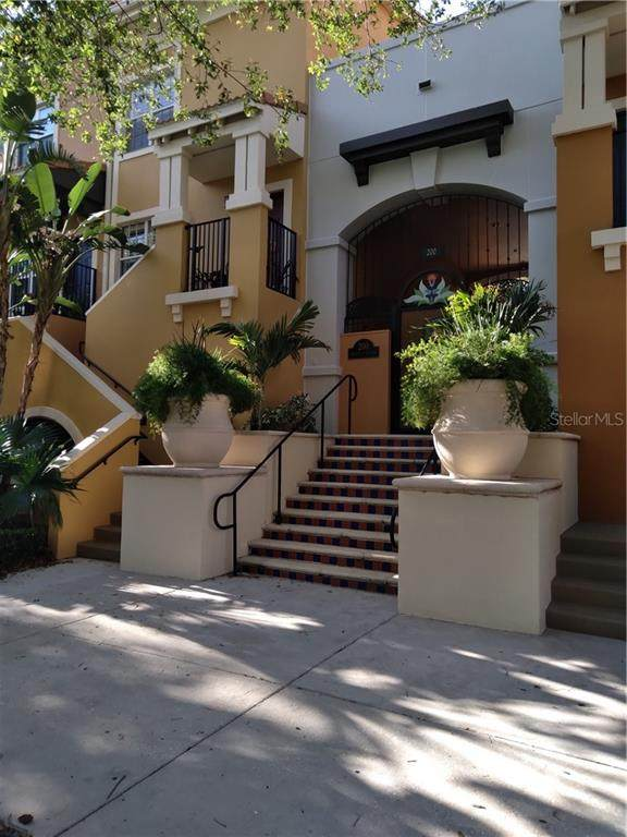 200 4TH Avenue S #106, St Petersburg, FL 33701 (MLS #U8119315) :: Everlane Realty