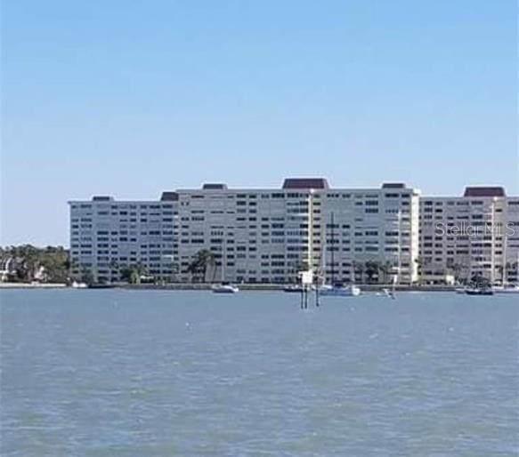 4525 Cove Circle #403, St Petersburg, FL 33708 (MLS #U8127500) :: Charles Rutenberg Realty