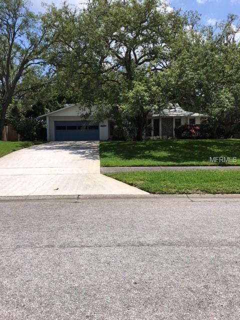 1621 Treasure Drive, Tarpon Springs, FL 34689 (MLS #W7800556) :: Chenault Group