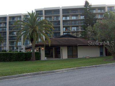 100 Oakmont Lane #305, Belleair, FL 33756 (MLS #W7820615) :: The Duncan Duo Team