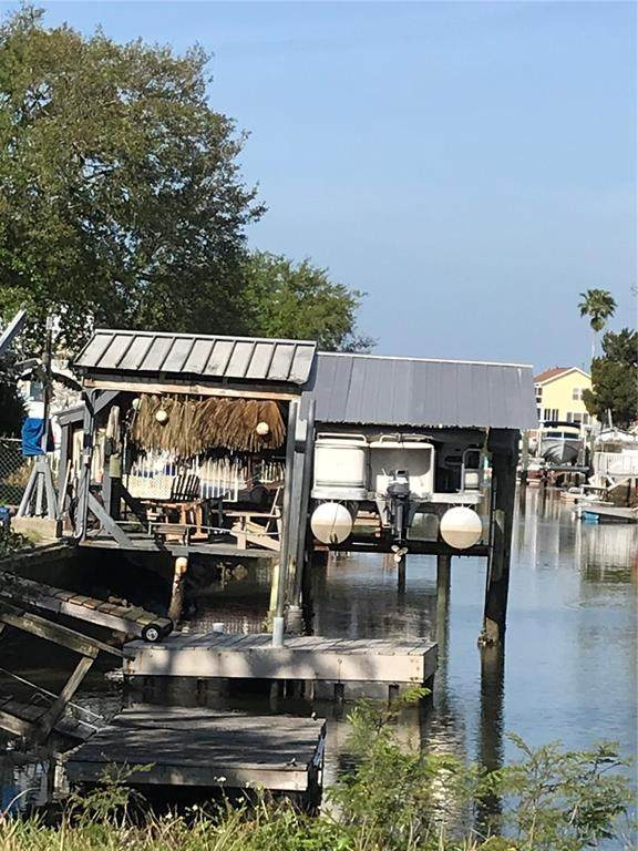 6837 Flicker Lane, Hudson, FL 34667 (MLS #W7832844) :: SunCoast Home Experts